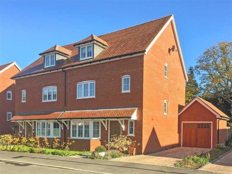 4 Bedrooms Semi Detached House for sale in Wood Croft, , Billingshurst, West Sussex