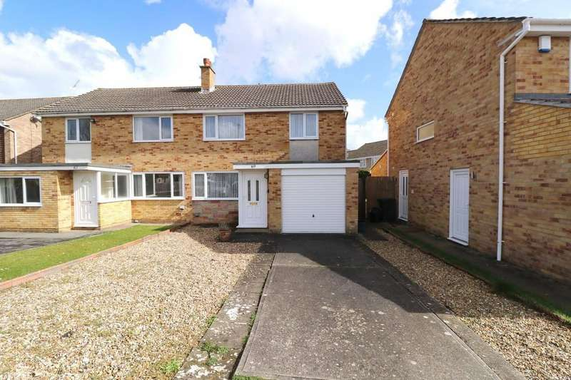 3 Bedrooms Semi Detached House for sale in Goss Drive, Street