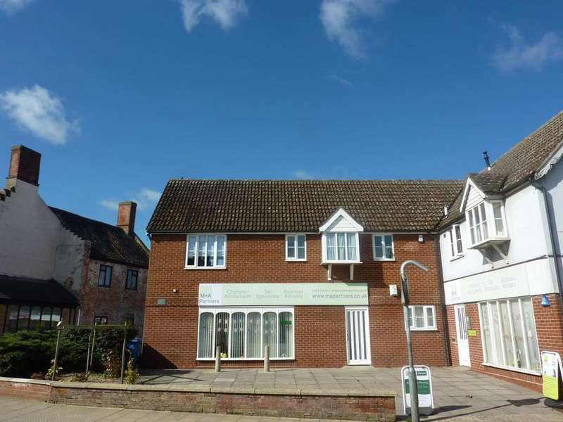 2 Bedrooms Flat for rent in Cyprus Court, Attleborough