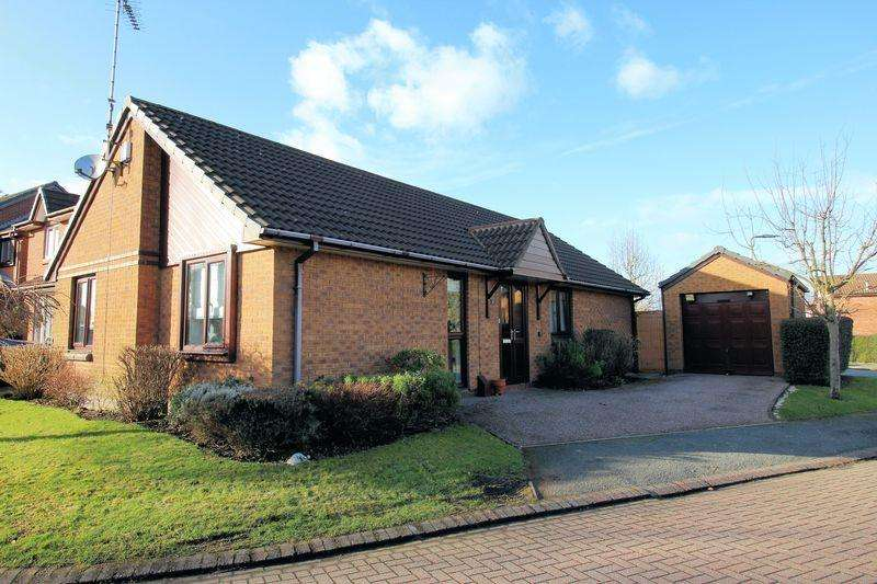 3 Bedrooms Detached Bungalow for sale in Greenway Close, Bury
