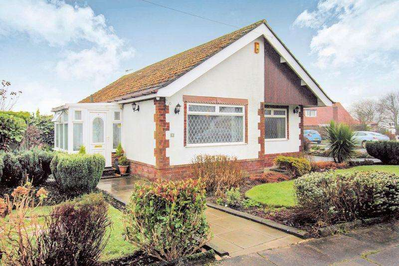 3 Bedrooms Detached Bungalow for sale in Smethurst Hall Road, Bury