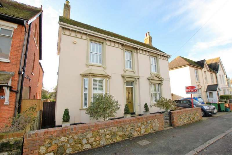 3 Bedrooms Detached House for sale in Seabrook Road, Hythe, CT21