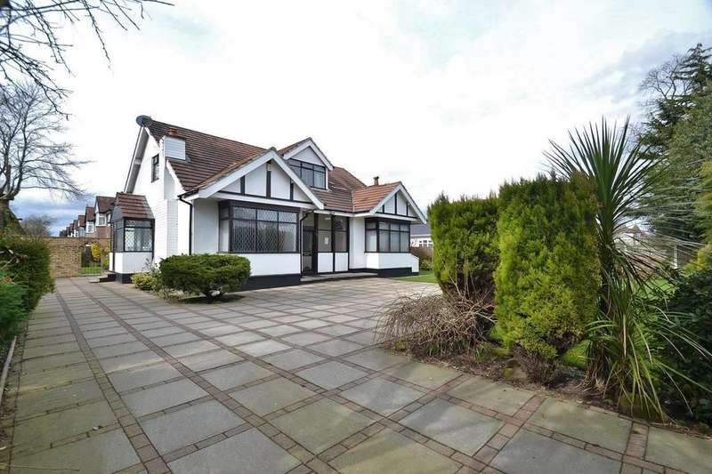 5 Bedrooms Detached House for sale in Washway Road, Sale