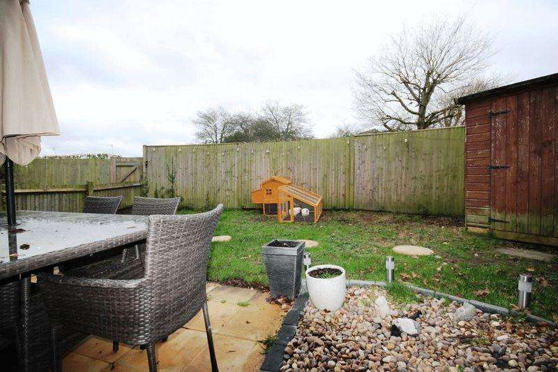 1 Bedroom Apartment Flat for sale in BEARE GREEN, Nr DORKING