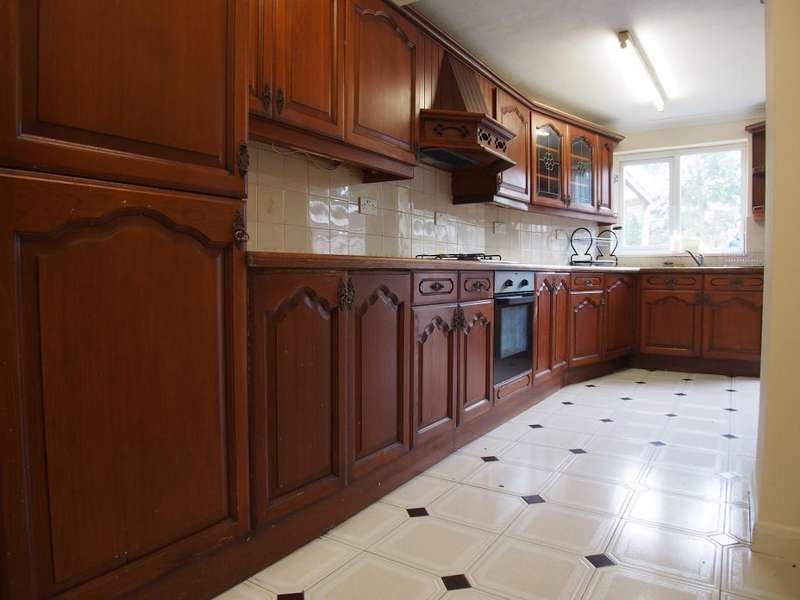 4 Bedrooms Semi Detached House for rent in Willow road, London, EN1 3NE