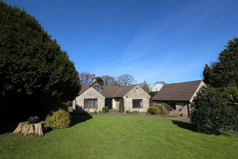 5 Bedrooms Detached House for sale in Privacy and space in the heart of this beautiful and popular village.