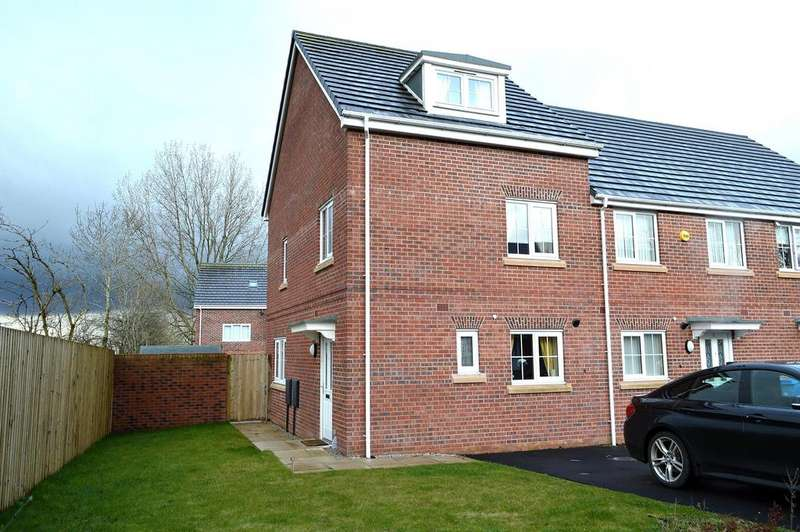 3 Bedrooms Town House for sale in Holwick Close, Oldham, OL8 2ST