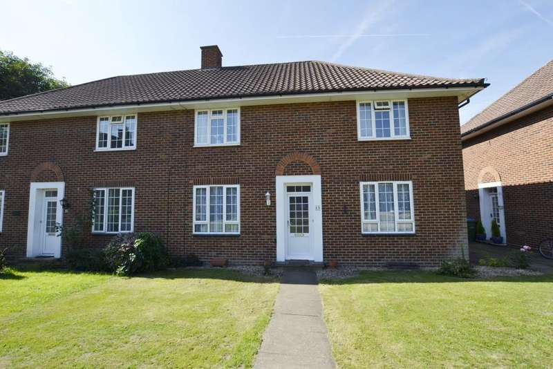 2 Bedrooms Property for sale in Gloucester Close, Thames Ditton, KT7