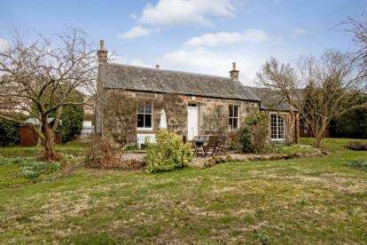 3 Bedrooms Bungalow for sale in Argyll Street, Dollar