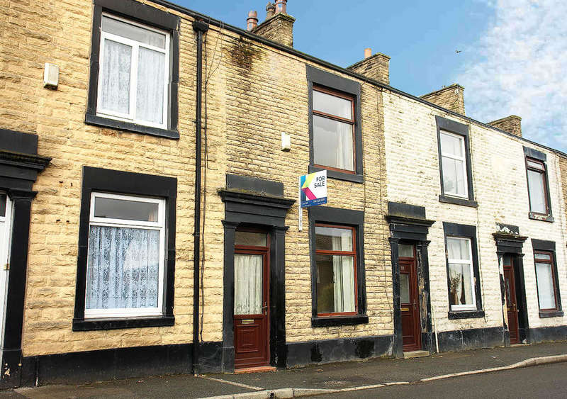 2 Bedrooms Terraced House for sale in Turf Lane, Royton, Oldham
