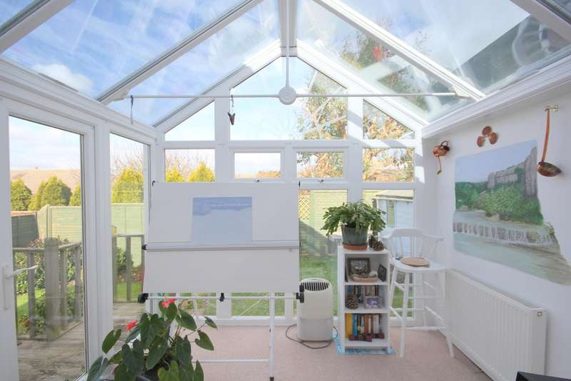 3 Bedrooms Semi Detached Bungalow for sale in Church Road, Gurnard