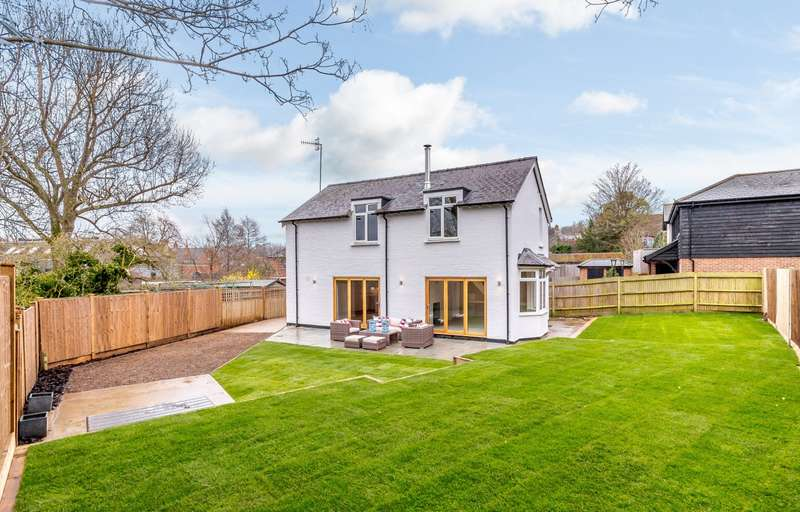 3 Bedrooms Detached House for sale in Godalming