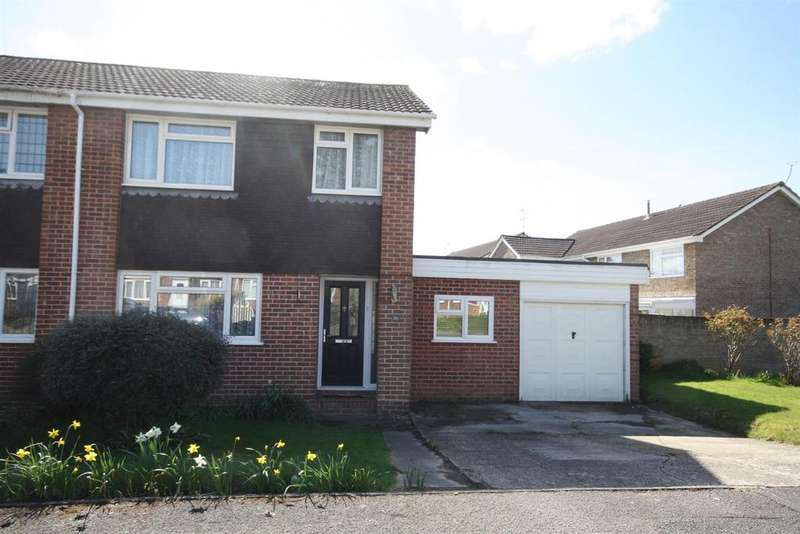 3 Bedrooms Semi Detached House for sale in Hunters Way, Bishopstoke, Eastleigh