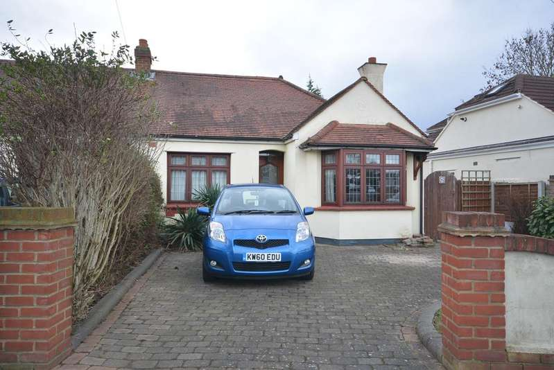 2 Bedrooms Semi Detached Bungalow for sale in Curtis Road, Emerson Park, Hornchurch RM11