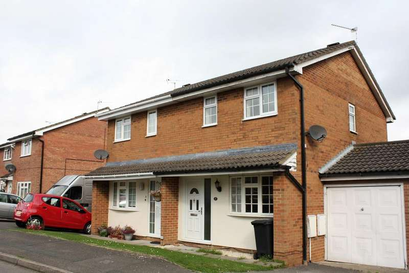 4 Bedrooms Semi Detached House for sale in Gifford Road, Statone Village, Swndon SN3