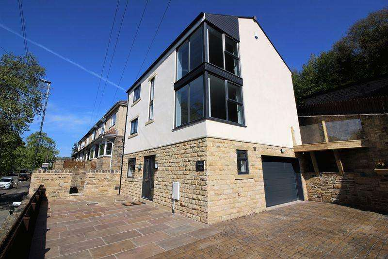 4 Bedrooms Detached House for sale in Wakefield Road, Copley, Halifax