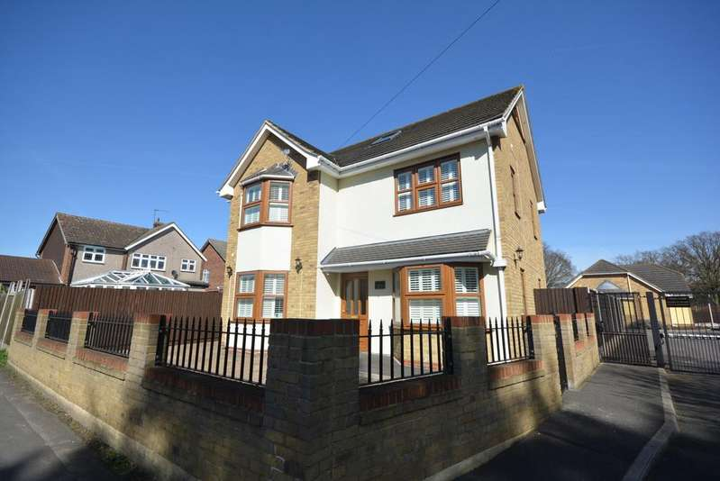 5 Bedrooms Detached House for sale in Tyrsal Close, Borders of Emerson Park, Hornchurch RM11