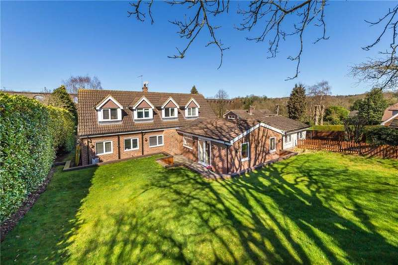 4 Bedrooms Detached House for sale in Digswell Lane, Digswell, Welwyn, Hertfordshire