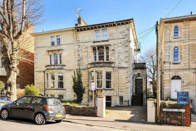 3 Bedrooms Flat for sale in Chertsey Road, Bristol