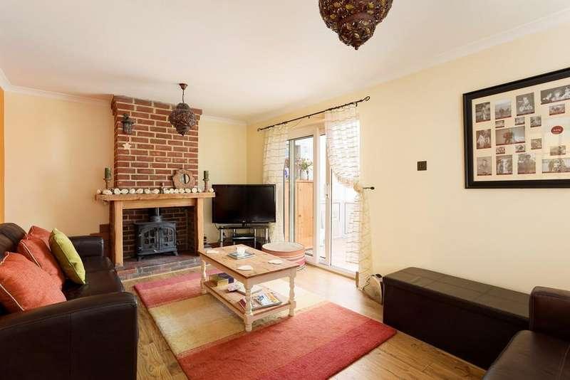 3 Bedrooms Terraced House for sale in Greenbanks, Lyminge, Folkestone, CT18