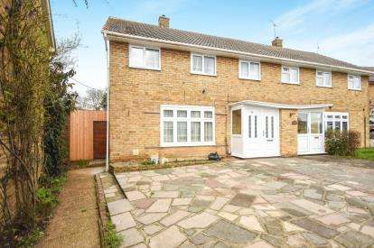 4 Bedrooms Semi Detached House for sale in Fryerns, Basildon, Essex