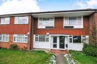 2 Bedrooms Maisonette Flat for sale in Lyminge Close, Sidcup, .