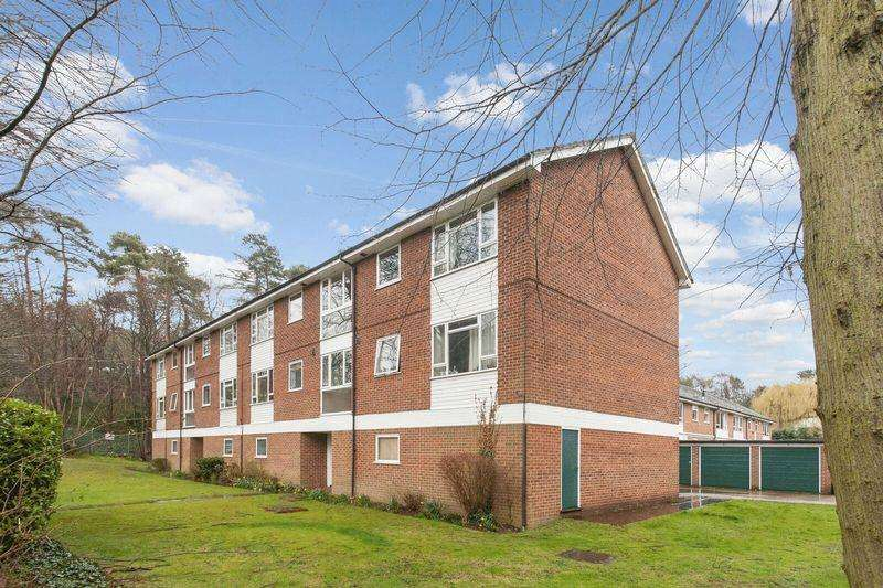 2 Bedrooms Apartment Flat for sale in Faro Close, Bickley, Bromley