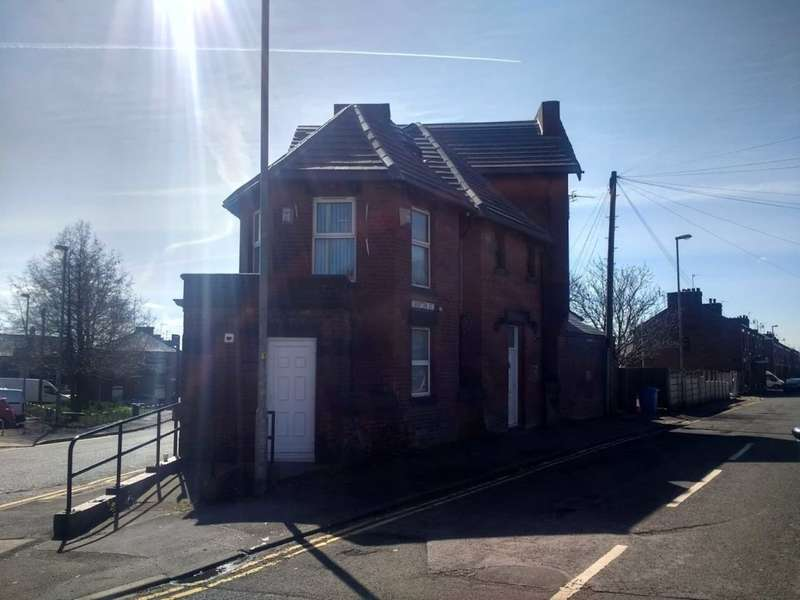8 Bedrooms House Share for rent in Crofton Street, Oldham, OL8 3DA