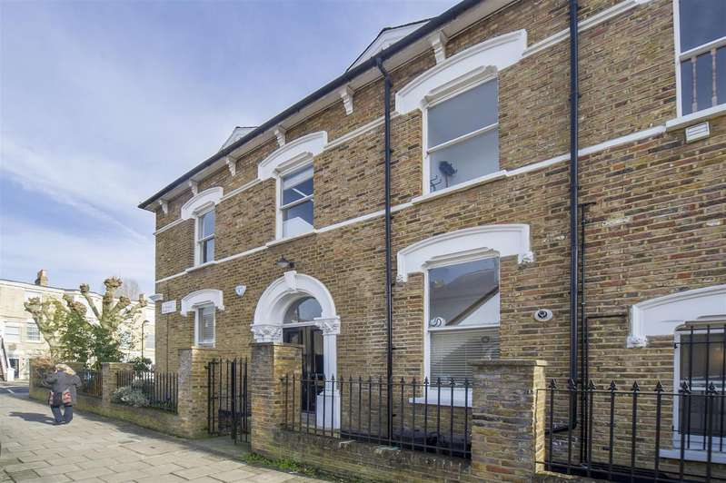 1 Bedroom Flat for sale in Bethune Road, London