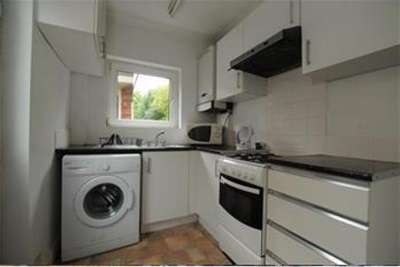 3 Bedrooms Semi Detached House for rent in Lower Road, Beeston, NG9 2GT