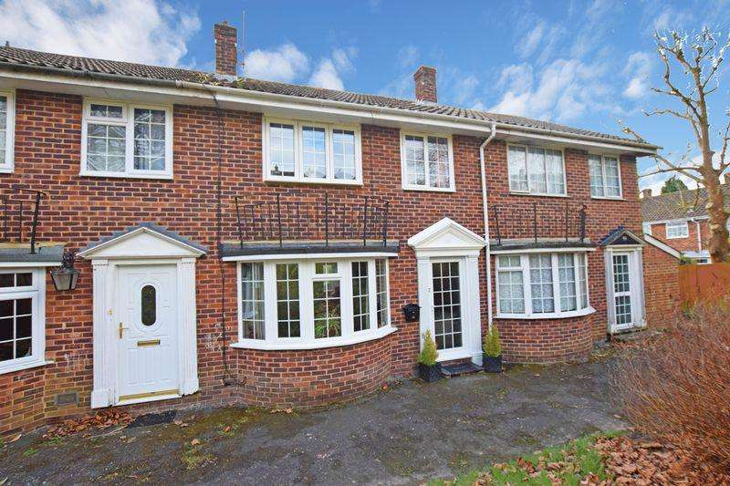 3 Bedrooms Terraced House for sale in The Dene, Uckfield, TN22