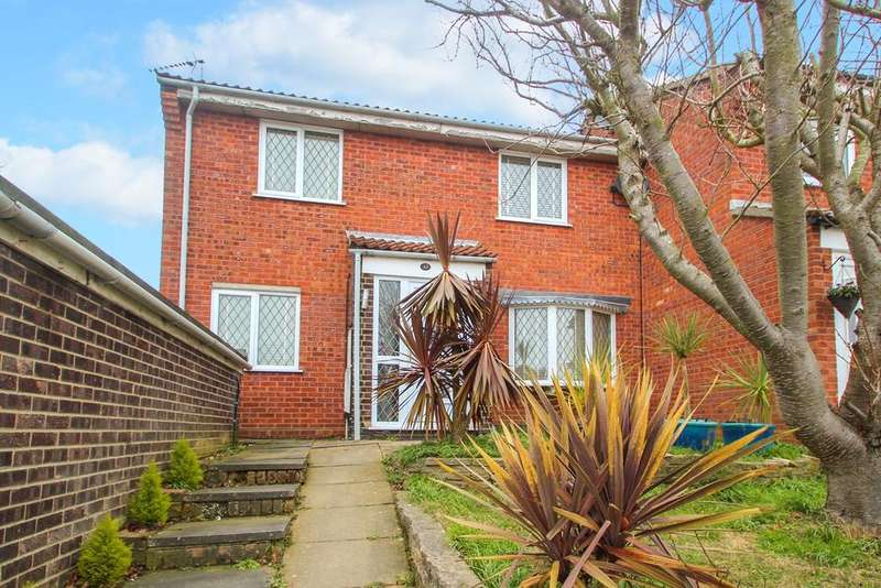 3 Bedrooms Semi Detached House for sale in Fountains Road, Ipswich, IP2
