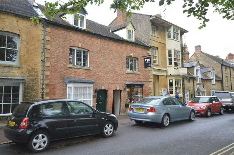 2 Bedrooms Flat for rent in High Street, Moreton In Marsh, Gloucestershire