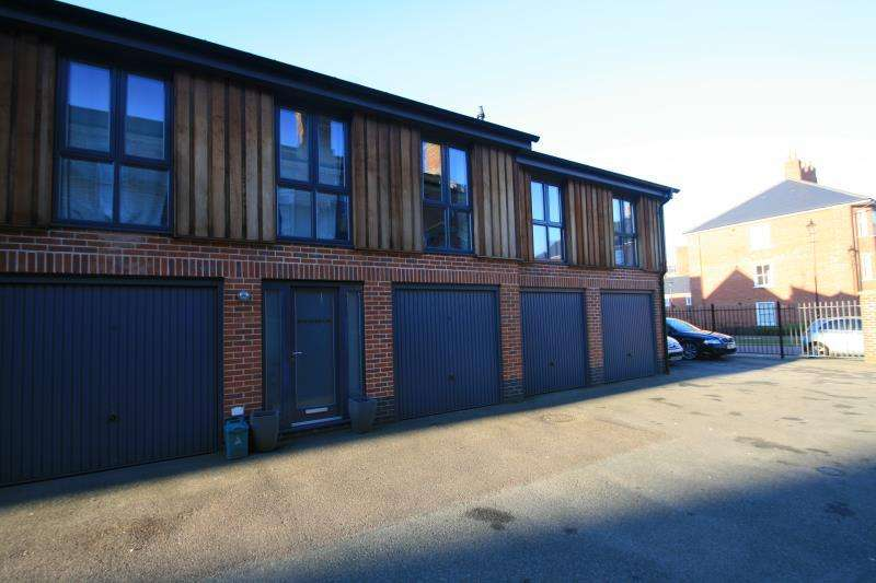 2 Bedrooms Maisonette Flat for rent in Stable Road, Colchester, CO2 7GN