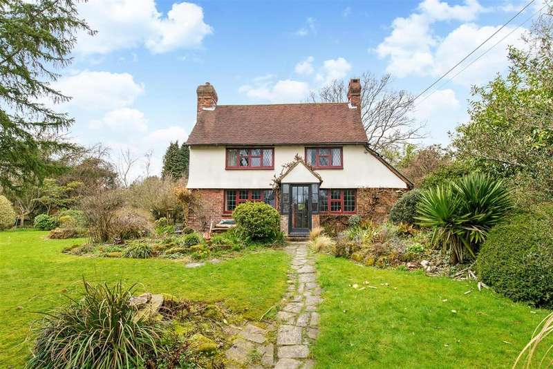 3 Bedrooms Detached House for sale in Rural cottage for improvement, with 1 acre