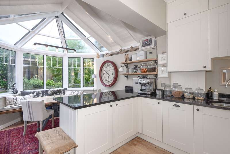 2 Bedrooms Maisonette Flat for sale in Murray Road, Northwood