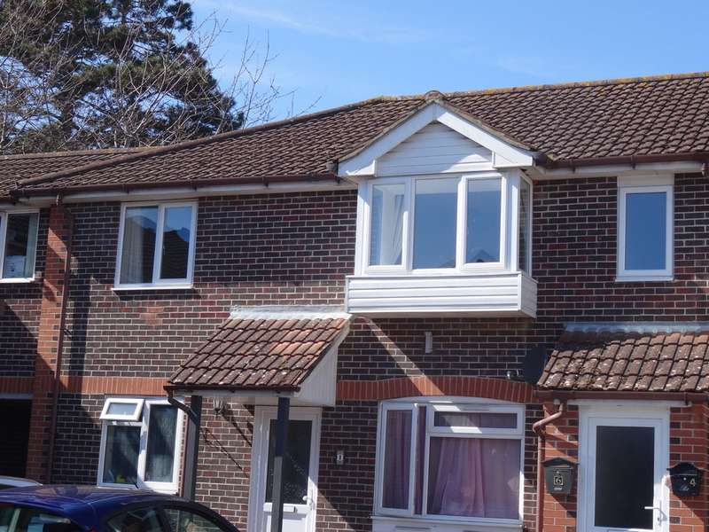 2 Bedrooms Flat for sale in St Faiths Close, Gosport PO12