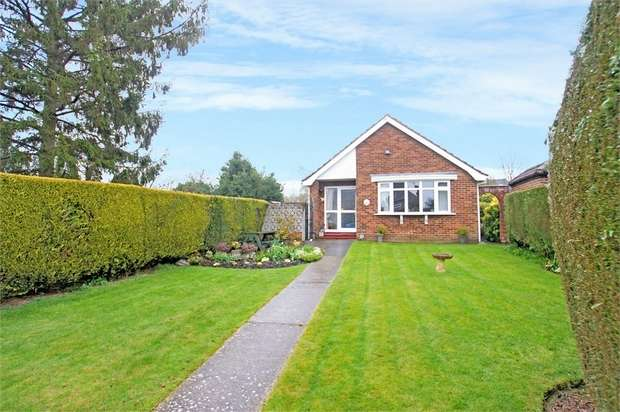 3 Bedrooms Detached Bungalow for sale in Crabtree Close, Bookham, LEATHERHEAD, Surrey
