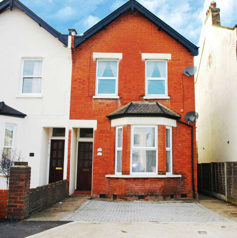 2 Bedrooms Flat for sale in Ellerton Road, Surbiton, Surrey