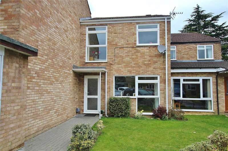 3 Bedrooms Terraced House for sale in Farthings, Knaphill, Woking, Surrey, GU21