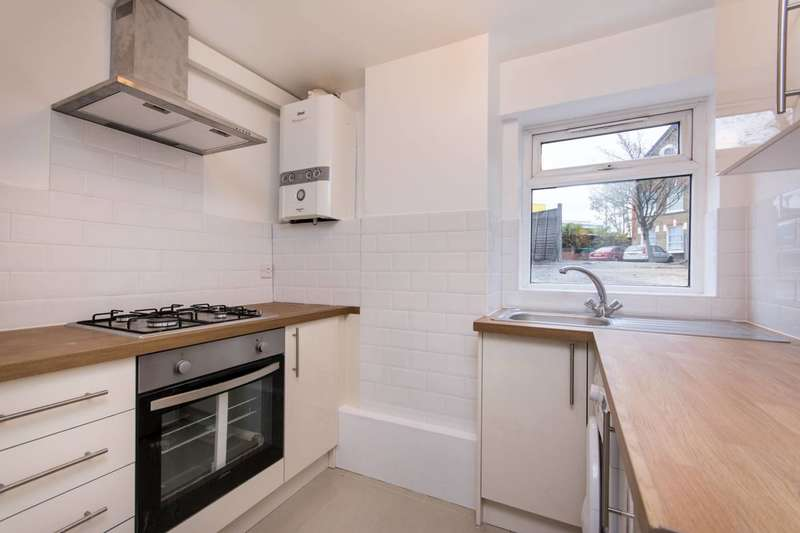 Studio Flat for sale in Leamington Park, North Acton, W3