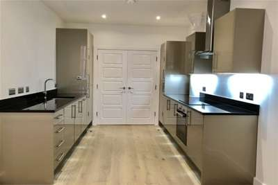 2 Bedrooms Flat for rent in Hounds Gate Court, Nottingham, NG1 7AB