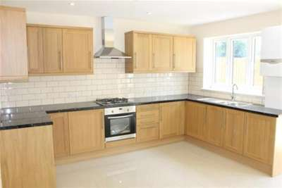 5 Bedrooms House for rent in HAINAULT IG6