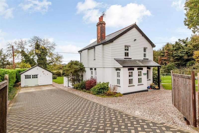 4 Bedrooms Detached House for sale in Roxwell Road, Writtle, Chelmsford