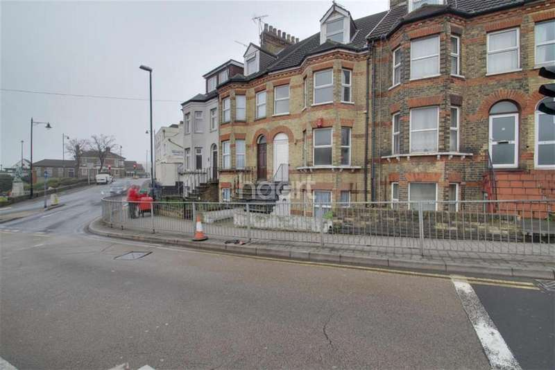 5 Bedrooms Terraced House for rent in Maidstone Road, ME4