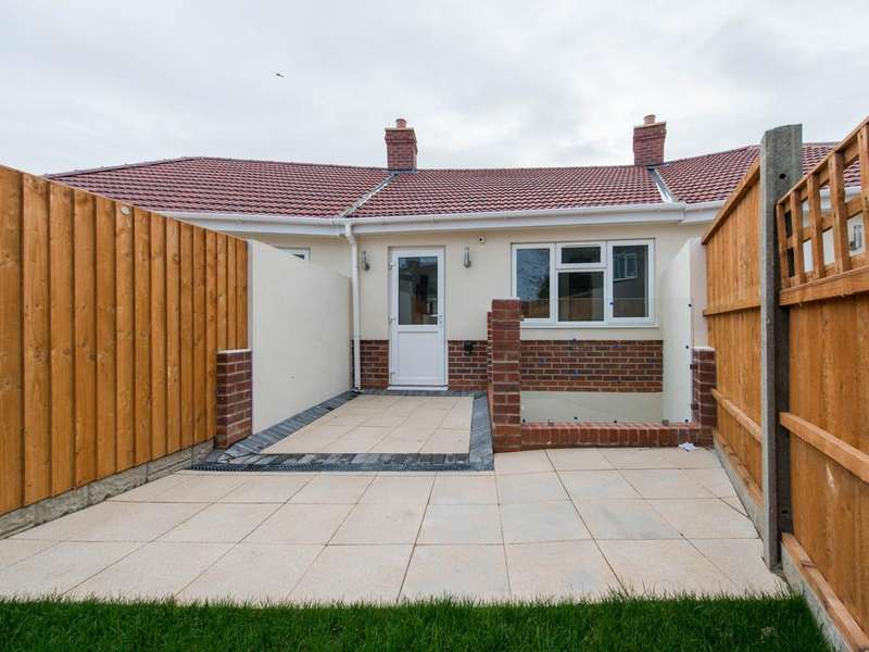 3 Bedrooms Terraced House for sale in Angels Close, Wallington