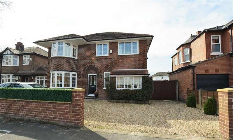 5 Bedrooms Detached House for sale in Goldsworthy Road, Urmston, Manchester