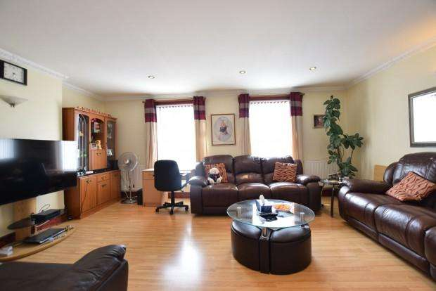3 Bedrooms Terraced House for sale in Basingstoke Road , Reading, RG2