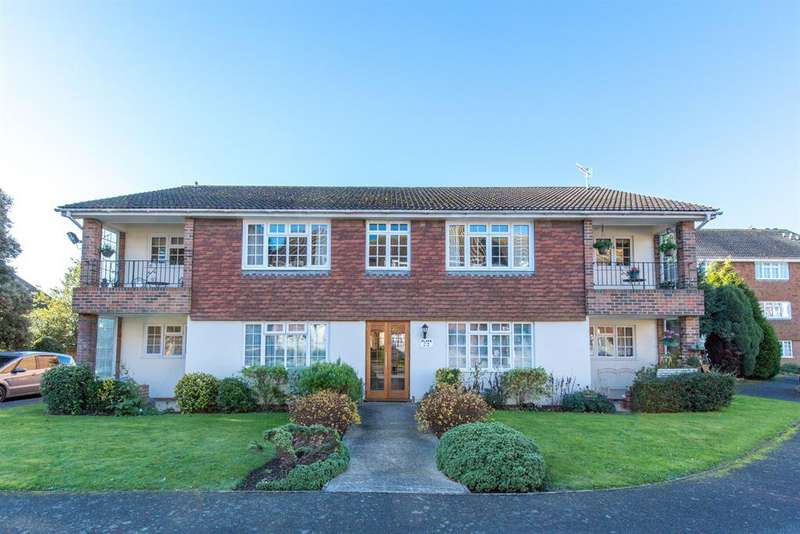 2 Bedrooms Ground Flat for sale in Lamorna Grove, Worthing, West Sussex, BN14 9BJ