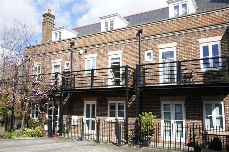 3 Bedrooms Town House for sale in Alexander Mews, Billericay